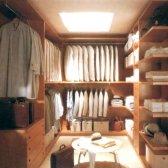 Як переробити комору в гардеробну