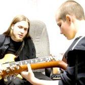 Що треба знати, щоб навчитися грати на гітарі