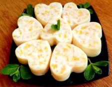 Десерт із заварного крему з цитрусовими нотками