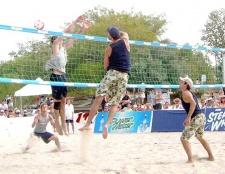Як грати в пляжний волейбол