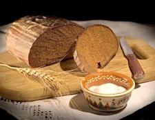 Як спекти хліб в російській печі