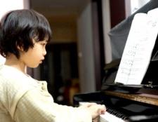 Як навчити дитину грати на піаніно