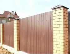 Як побудувати паркан на заміській ділянці