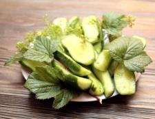 Як приготувати малосольні огірки смачно