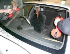 Як вклеїті скло в автомобілі