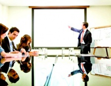 Як вставити слайд у презентацію