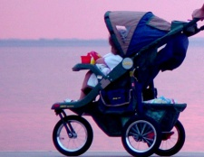 Як вибрати дитячу коляску-тростину