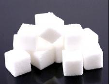 Чи потрібен дітям цукор
