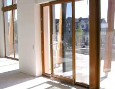 Пластикові та алюмінієві двері: види, способи виготовлення, порівняння цін