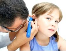 Чому болить вухо