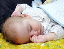 Скільки повинна спати новонароджений