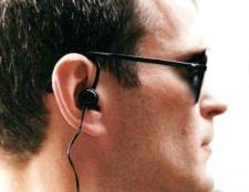 Чи шкідливо слухати музику в навушниках?
