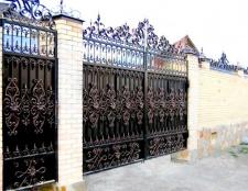 Металеві ворота: види, переваги