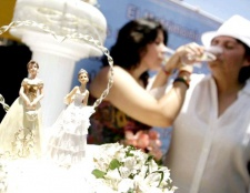 Чому в Facebook з'явилася іконка одностатевого шлюбу